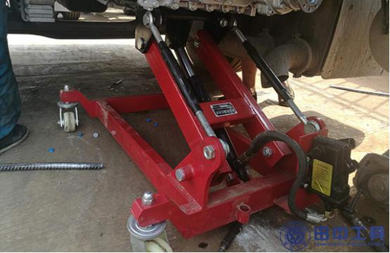 拆卸重卡变速箱专用维修工具——变速箱液压拖车