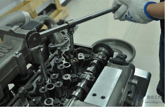 若想轻松搞定气门锁片,就用hj8828皇家赌场多功能气门弹簧压缩器