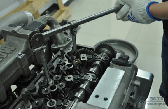 hj8828皇家赌场气门弹簧压缩器来个大家献计,解决发动机气门故障
